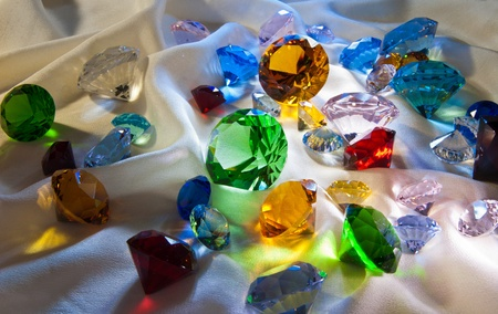 gemology: Collezione di gemme di vetro con verde in centro Archivio Fotografico