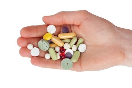 pills in hand: Mano con las p�ldoras aisladas sobre fondo blanco