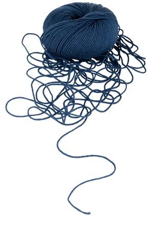 gomitoli di lana: Palla con la stringa svolto isolato su sfondo bianco
