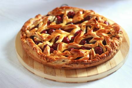 Homemade cherry pie with decorative lattice top. Standard-Bild