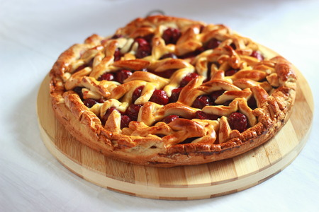 Homemade cherry pie with decorative lattice top. Stockfoto