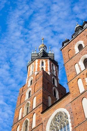 St. Marys basilica in main square of Krakow in Poland 免版税图像