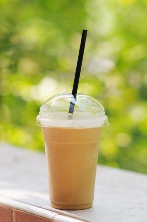 caf� � emporter: Invitant boisson glac�e dans un verre couvert