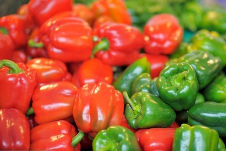 Fresh healthy bio red and green paprika on Paris farmer agricultural market 版權商用圖片