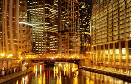 chicago: Chicago at night. Image of Chicago downtown and Chicago River with bridge at night.