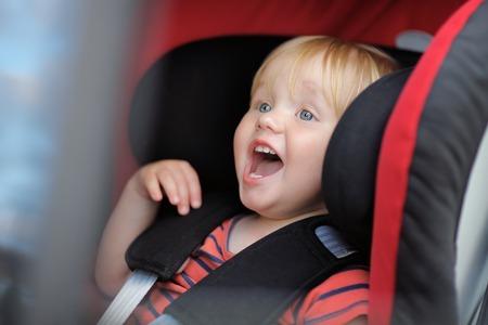Emotional toddler boy sitting in car seat 版權商用圖片