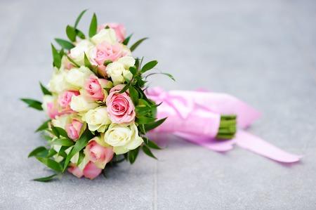 bouquet de fleurs: Belles fleurs de mariage bouquet de roses jaunes et roses