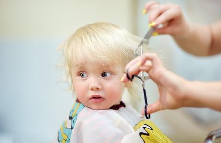 Porträt Von Kleinkind Kind Bekommen Seinem Ersten