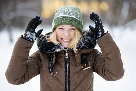 Hurl: Portrait of young beautiful woman having fun in winter