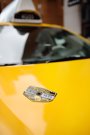 NEW YORK, USA - OCTOBER 29, 2018: Typical American yellow badge taxi. Taxi work permit. Zdjęcie Seryjne