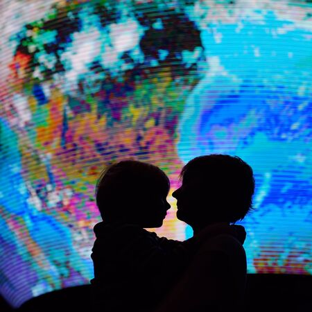 Silhouette of adult and child on background of globe earth. Ecologic and protection environment concept. Imagens - 124978815