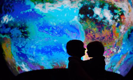 Silhouette of adult and child on background of globe earth. Ecologic and protection environment concept. Imagens - 124979125