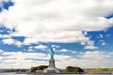 La statua della libertà e l'isola della libertà, New York City, Stati Uniti d'America. Giro turistico degli Stati Uniti.