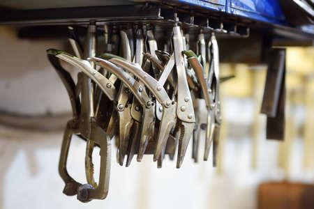 Metalwork craftsman workshop. Collects of metal scissor.Do it yourself. Small local business. Standard-Bild