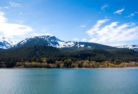 Snow-capped mountains and evergreen trees near Juneau, Alaska Stock fotó