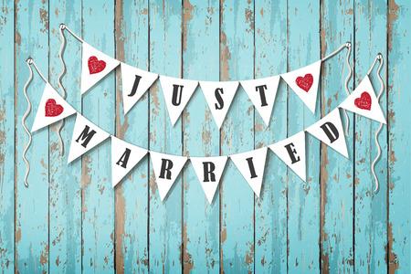 dekoration: Hochzeitseinladungskarte. Hochzeit dekorative Fahnen mit der Aufschrift Just Married. Vintage-Holz-Hintergrund. Sea Stil Illustration