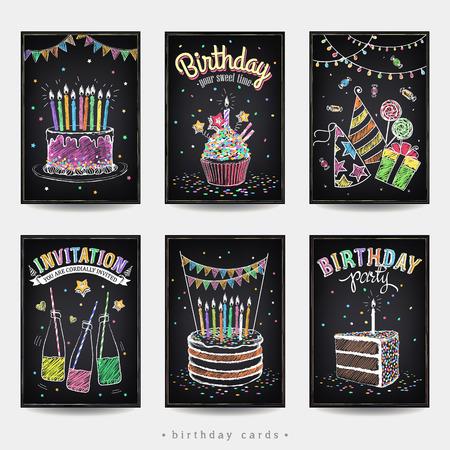 Conjunto de tarjetas de invitación a la fiesta de cumpleaños con un pastel, refrescos, velas y artículos de regalo. Dibujo a mano alzada con la imitación de dibujo de tiza