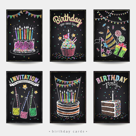 Set of invitation cards to the birthday party with a cake, soda, candles and gift. Freehand drawing with imitation of chalk sketch Vettoriali