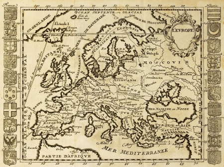 mapa europa: Mapa de Europa enmarcada por crestas nacionales. Puede ser DateT al principio de XVIII sec. Editorial