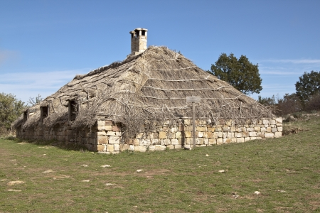 thatched house: Thatched roof barn in Madonie mountains, Sicily