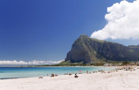 San Vito lo Capo e la spiaggia di Monte Monaco in background, Sicilia nord-occidentale.