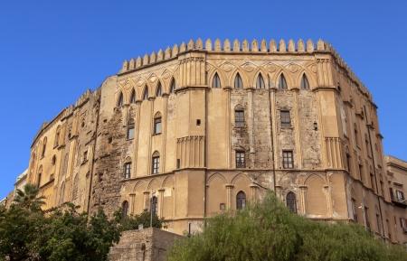 Palazzo Reale (Palazzo Reale) lato Normanni a Palermo, Sicilia: la più antica sede reale in Europa Editoriali