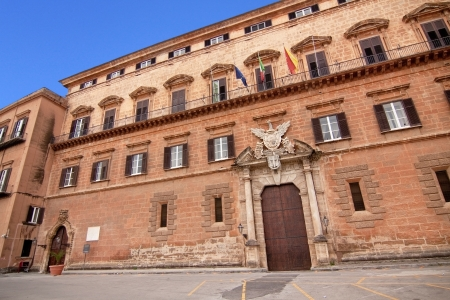 reale: Palazzo Reale (Royal palace) renaissance side in Palermo: the seat of the regional parliament of Sicily, main entrance