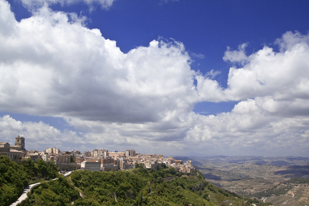 abrupt: Enna is the highest Italian provincial capital (931 m above sea level)