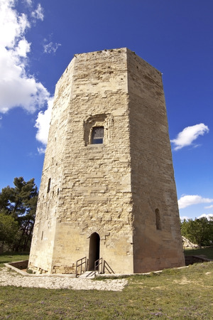 octogonal: Tower of Fredrick II is a medieval octagonal base monument in Enna, Sicily