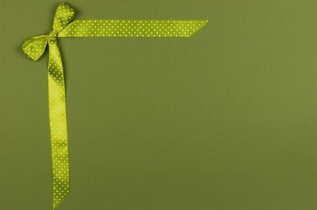 Green bow for gift card for Christmas. Standard-Bild