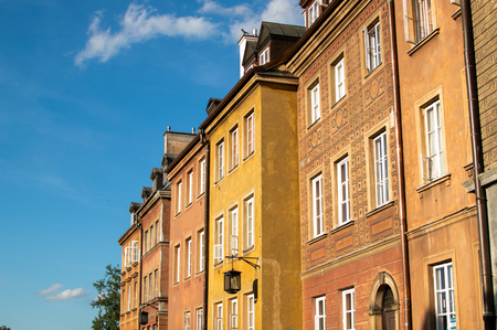 Colorful buildings in the old city in Warsaw. Travel destination Standard-Bild