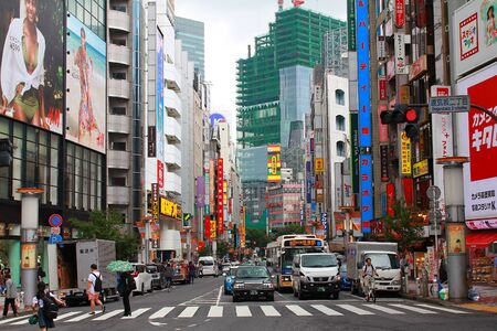 SHIBUYA, TOKYO, JAPAN - May 30th, 2018: A street in Shibuya, with lots of billboards and signs. Redactioneel