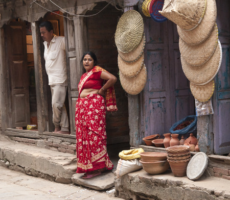 vida social: KATMANDU, NEPAL - alrededor DE OCTUBRE DE 2013: la vida social en las calles de Katmand� circa de octubre de 2013, en Katmand�.