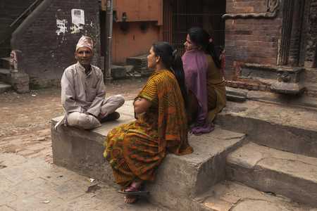 vida social: KATHMANDU, NEPAL � CIRCA OCTOBER 2013: social life on the streets of Kathmandu circa October 2013 in Kathmandu.