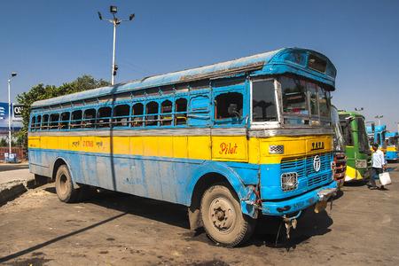 CALCUTTA, INDIE - CIRCA NOVEMBER 2013: autobusová stanice v Kalkatě kolem listopadu 2013 v Kalkatě.