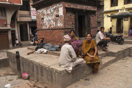 vida social: KATHMANDU, NEPAL – CIRCA OCTOBER 2013: social life on the streets of Kathmandu circa October 2013 in Kathmandu.