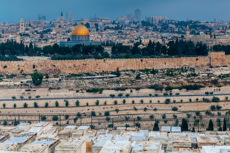 JERUSALEM, ISRAEL - CIRCA MAY 2018: wonderful panorama of the city of Jerusalem circa May 2018 in Jerusalem. Imagens - 128538900