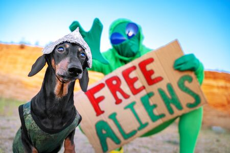 The alien holds a placard in his hands with the message USA concepts