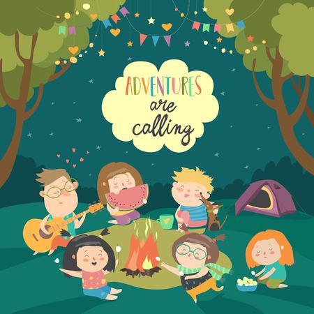 Enfants assis autour d'un feu de joie et de guimauves rôties