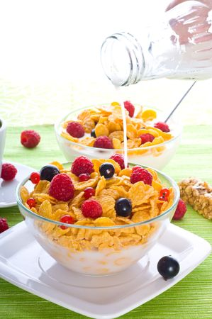 Corn flakes and fresh berries Stock Photo - 5374972