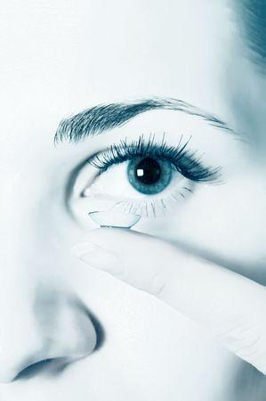 lentes contacto:  Lentes de contacto para los ojos   Foto de archivo