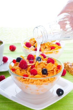 Corn flakes and fresh berries Stock Photo - 6223052