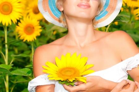 Sonnenblume mit der Schönheitsfrauenhand