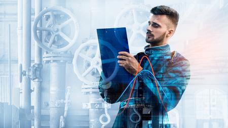 Portrait de gestionnaire sur fond d'usine Banque d'images - 94806519