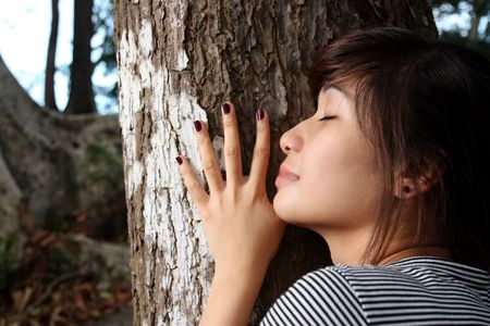 close up of young lady hugging a tree 版權商用圖片