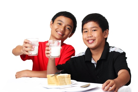 young asian boys holding glasses of milk 版權商用圖片