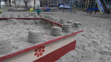 children's: childrens sandpit