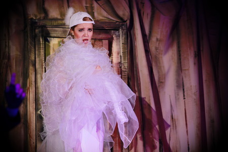 Beautiful girl in a suit of dove Plays a scene from a fairy tale Stockfoto