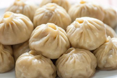 Buuza (poza)는 부랴 트 (몽골어) 국가 요리로 패킷을 붙여 넣습니다. 스톡 콘텐츠