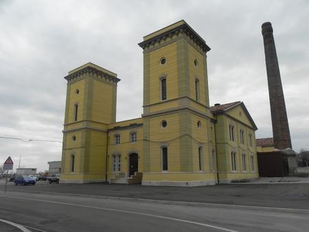 dominacion: En el centro del antiguo puerto de Trieste se encuentra la Planta de hidrodin�mica centenaria con sus torres t�picas para la descompresi�n del agua, construir durante la dominaci�n austro-h�ngaro.